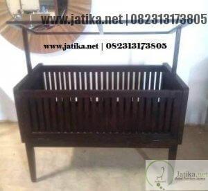 Tempat Tidur Bayi Jati Atap Minimalis
